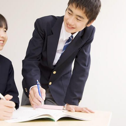 students_studying_together